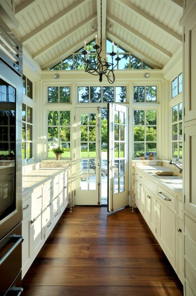 Galley kitchen designs for Traditional galley kitchens