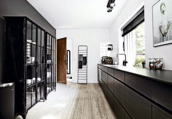 black scandinavian kitchen design