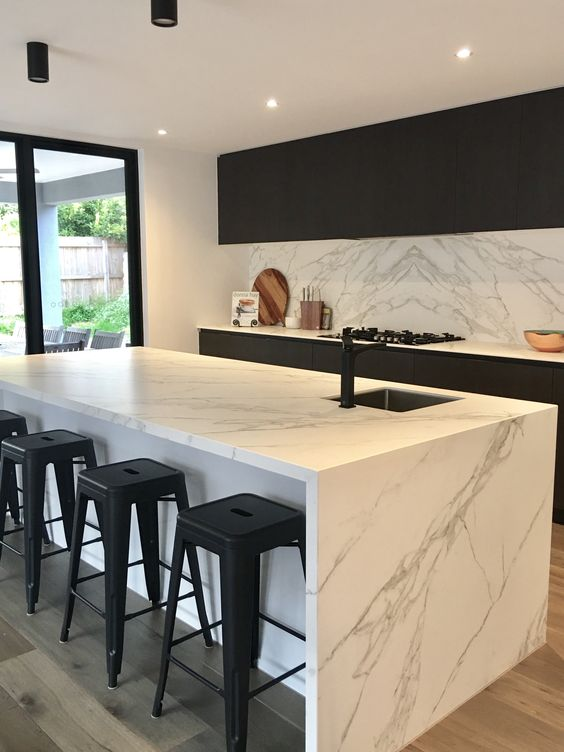 Neolith Calacatta kitchen island and splash back