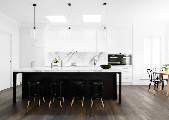 calacatta in black and white Hamptons kitchen